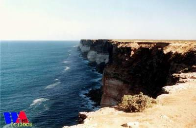 Coastal cliffs near the Eyre Highway