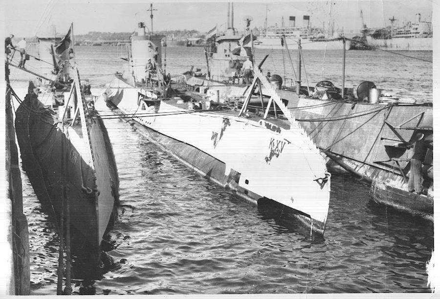 Submarines in Fremantle WWII